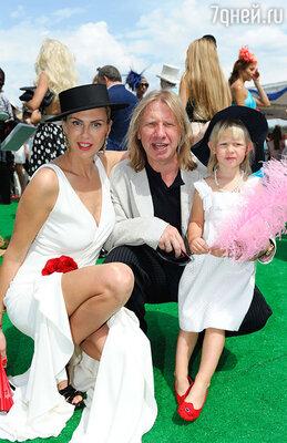 Виктор Дробыш с семьей