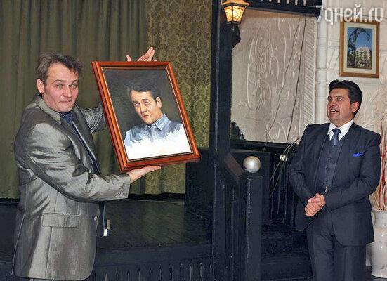 Сергей получил на юбилей свой портрет