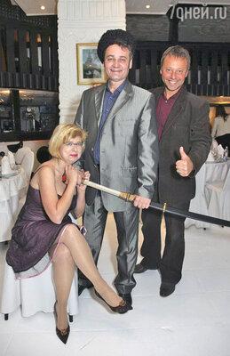 Сергей Барышев с женой Екатериной и Тимофей Федоров