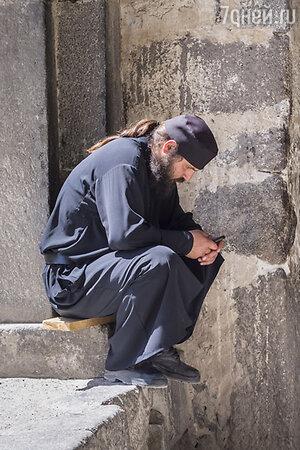 В Вардзии есть до сих действующий (!) монастырь, где живут послушники