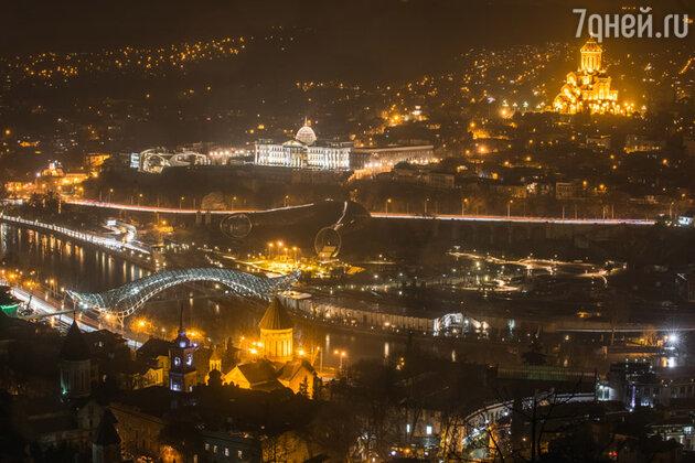 Ночью Грузия не менее красива, чем днем (Тбилиси)