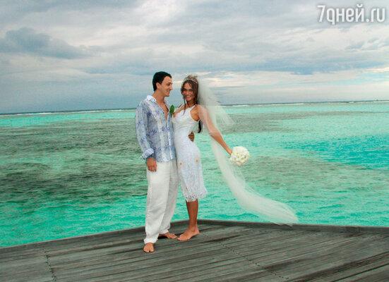 «У нас было две свадьбы. Одна — наМальдивах...