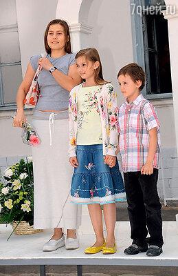 Мария Голубкина с детьми Настей и Ваней. 2009 г.