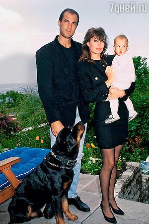 Стивен Сигал с женой и дочерью