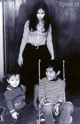 С детьми Егором и Катей. 1976 г.