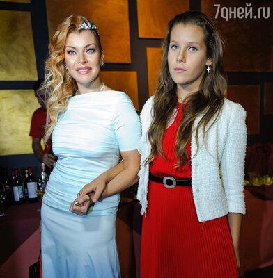 Лада Дэнс с дочкой Елизаветой