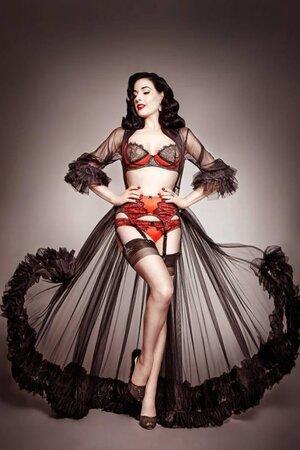 Дита фон Тиз создала новую коллекцию нижнего белья в сотрудничестве со знаменитым нью-йоркским универмагом Bloomingdale's