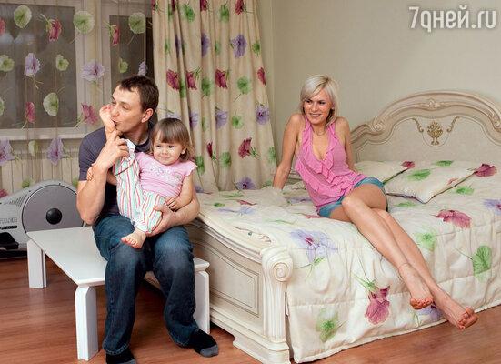 «Марат замечательный отец! Насколько унего была сильная связь с мамой, настолько же уАмели сильная связь с ним»