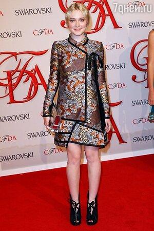 Дакота Фаннинг в наряде от Proenza Schouler на церемонии 2012 CFDA Fashion Awards