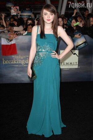 Дакота Фаннинг в платье от Elie Saab на премьере фильма «Сумерки. Сага. Рассвет: часть 2»