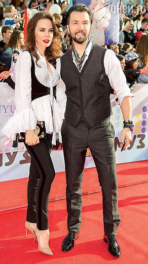 Денис Клявер с женой Ириной на церемонии вручения премии МУЗ-ТВ. 2016 г.