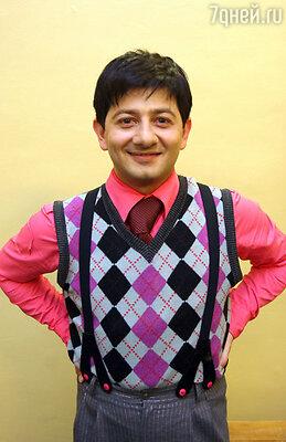 Одним своим появлением на сцене КВН Михаил Галустян уже вызывал смех