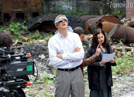 В мистическом детективе «Седьмая руна» Юлия играет журналистку, попадающую вводоворот загадочных событий. С Юрием Колокольниковым