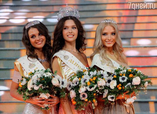Первая вице-мисс Россия Кристина Гондарь, Мисс Россия 2012 Елизавета Голованова и вторая вице-мисс Россия Алена Шишкова (слева направо)