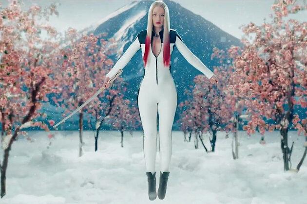 Игги Азалиа в клипе на песню «Black Widow»
