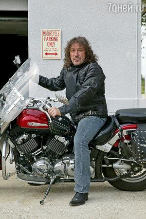 Эта любимая куртка Владимира весит почти 9 кг, а вместе с мотоциклом — все 400!
