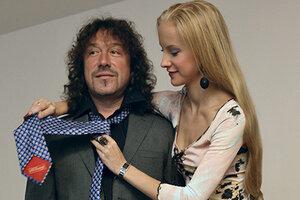 Гардероб звезды: какую одежду покупала Владимиру Кузьмину его жена в начале 2000-х