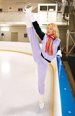 Юлия Ковальчук готовится к выходу на лед с Романом Костомаровым