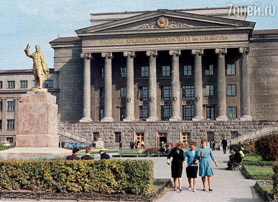 Здание Уральского политехнического института поражало своей грандиозностью