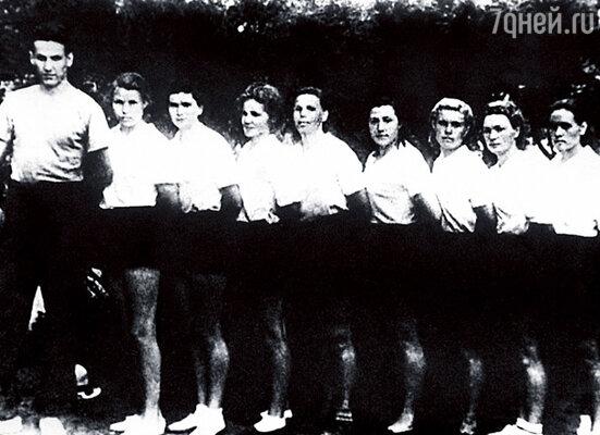В институте Боря тренировал женскую сборную по волейболу