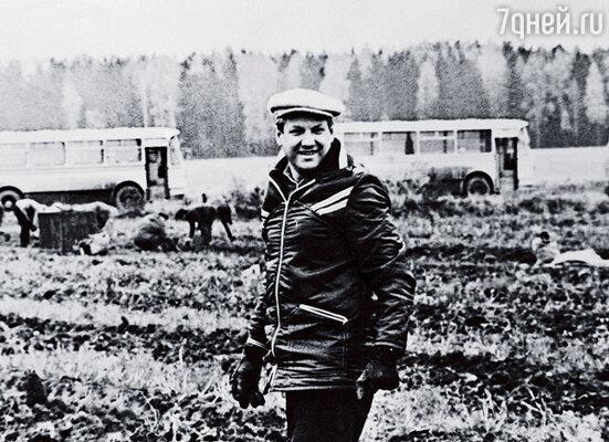 Первый секретарь Свердловского обкома на уборке картофеля