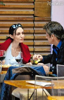 Шон Пенн и одна из его итальянских возлюбленных, актриса Кристина Серафини