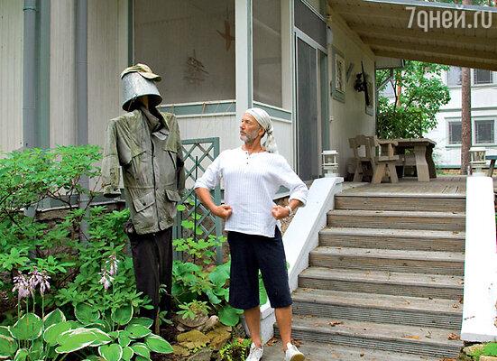 У Михаила Задорнова самое гламурное пугало в мире — он его одевает в одежду известных брендов