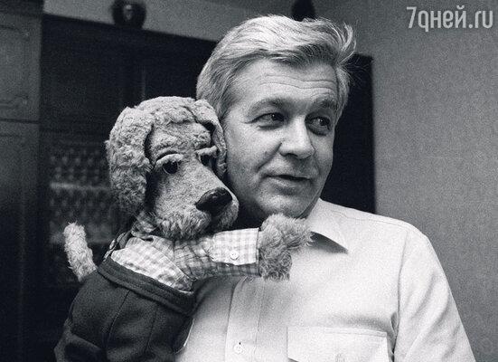 Один из самых первых ведущих передачи Владимир Ухин, он же просто дядя Володя