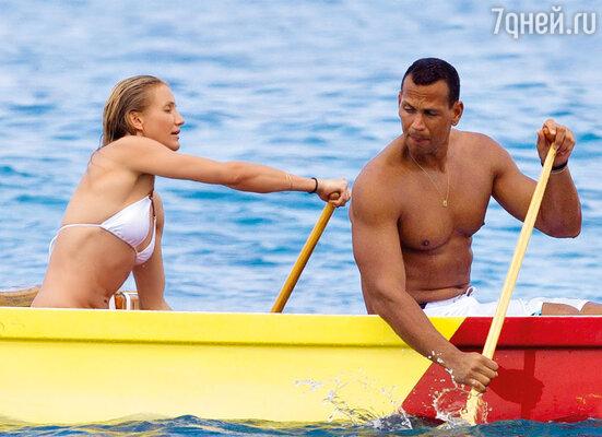 С бывшим бойфрендом Алексом Родригесом, звездой американского бейсбола, Камерон любила проводить время на Гавайях. Январь 2011 г.