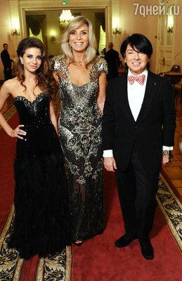 Валентин Юдашкин (справа) с женой Мариной (в центре) и дочерью Галиной (слева)