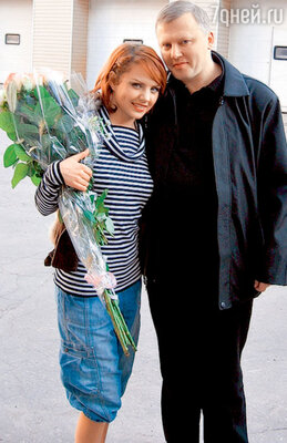 Персональная интернет-страничка Юрия Алексеева в социальной сети пестрит фотографиями, накоторых он вобнимку с юной МакSим