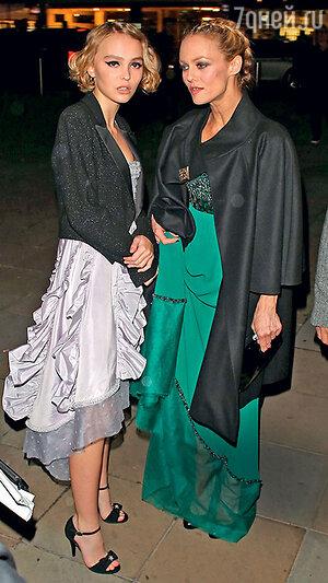 Ванесса Паради с дочкой Лили-Роуз Мелоди Депп