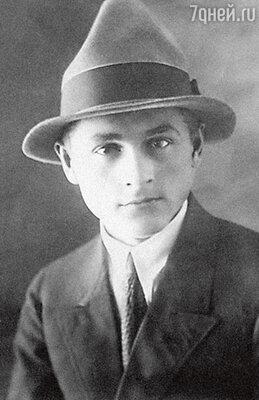 Отец Александр Павлович, народный художник РСФСР, академик Академии художеств. 1928 г.