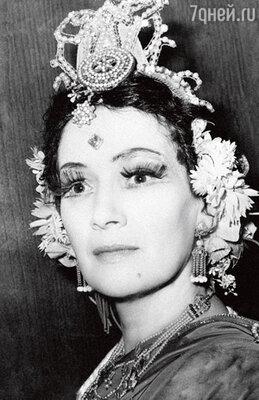 Мама Татьяна Ильинична, ведущая актриса Центрального детского театра. 1968 г.