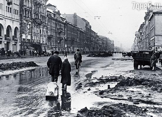 Невский проспект в блокаду