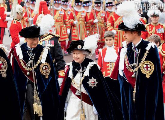Елизавета II с двумя претендентами на ее место: сыном Чарльзом и внуком Уильямом