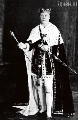 Юный Эдуард VIII в королевском облачении. 1912 г.