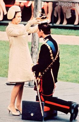 1 июля 1969 года — официальная церемония посвящения в замке Карнарвон в Уэльсе, в ходе которой Елизавета возложила на голову сына венец принца Уэльского
