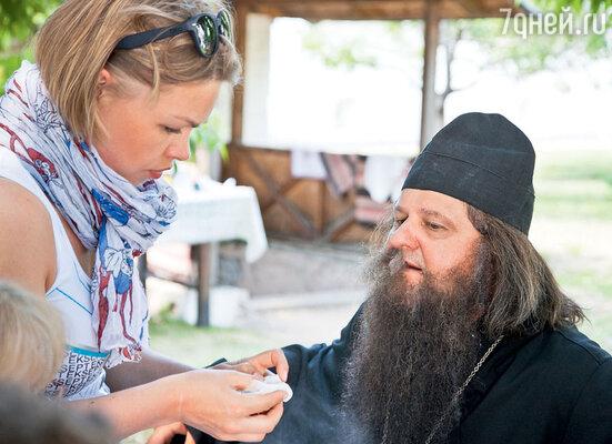 От жары у Александра Самойленко все время отклеивались накладные усы