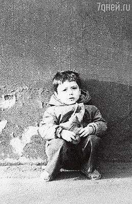 «Все детство я провел на окраине Ульяновска в бараке. Мир вокруг меня выглядел убого, и я мечтал, что, когда вырасту, поселюсь в замке»