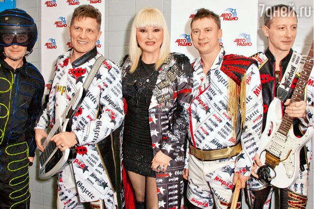 Маргарита Суханкина со своими музыкантами на фестивале «Авторадио» «Дискотека 80-х: TOP 20»