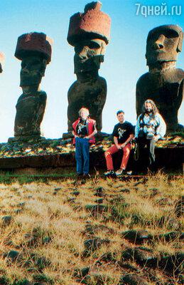 В Чили, на острове Пасхи. С Максимом Леонидовым и Стасом Наминым. 1997 г.