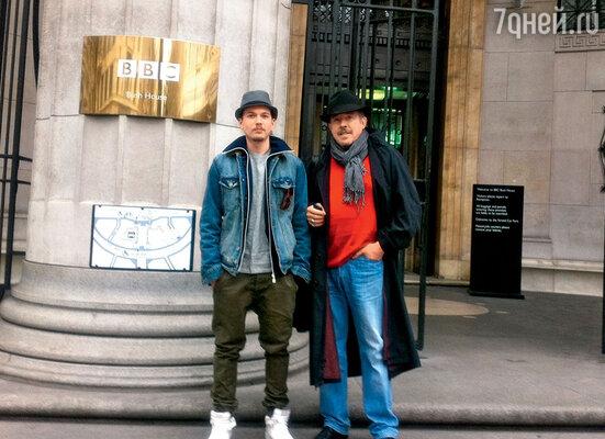 С сыном Иваном в Лондоне. 2010 г.