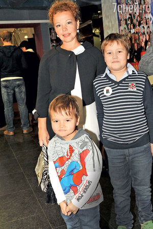 Татьяна Абрамова с детьми — Ваней и Сашей