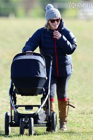 Зара Филипс впервые вышла в свет после родов