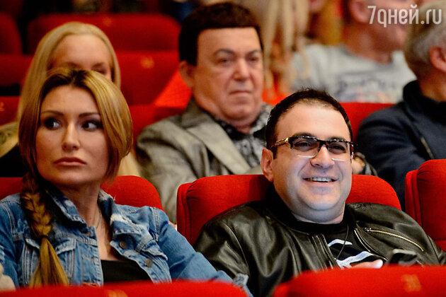 Гарик Мартиросян с супругой на премьере фильма «Скорый «Москва-Россия»