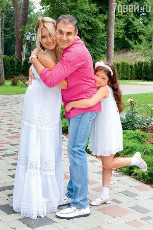 Гарик Мартиросян с женой Жанной и дочкой Жасмин