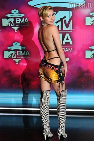Майли Майрус в платье NY Vintage и сапогах от Tom Ford на церемонии MTV Europe Music Awards-2013