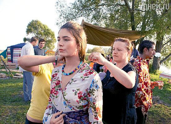 Для роли Хитаны красавице актрисе Маше Козаковой пришлось пожертвовать своей длинной косой. С режиссером Еленой Цыплаковой