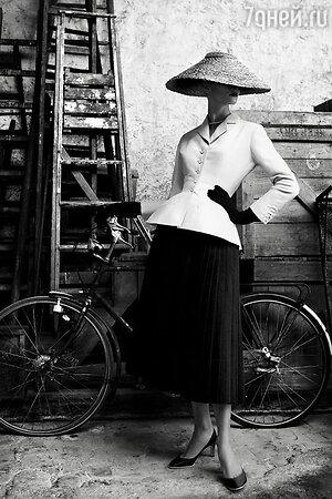 Монохромный костюм Le Bar Dior - идеальный коктейльный выход